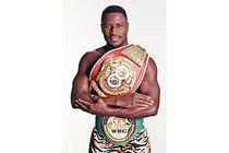 Jerry Elliott gewann drei Titel von WBC und von IBF International, darunter auch einen Weltmeister-Titel.